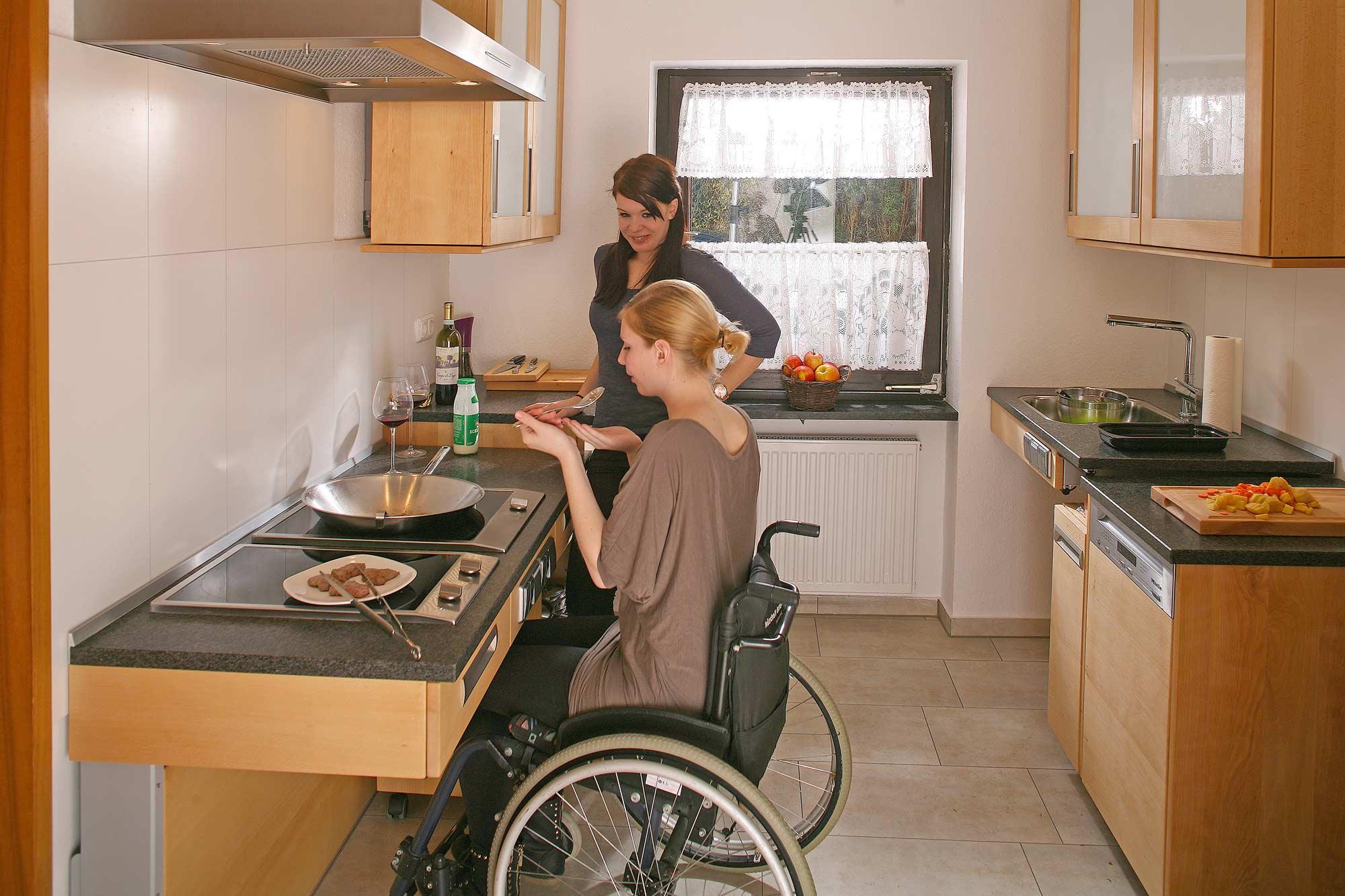 Die Massivholzküche Für Rollstuhlfahrer
