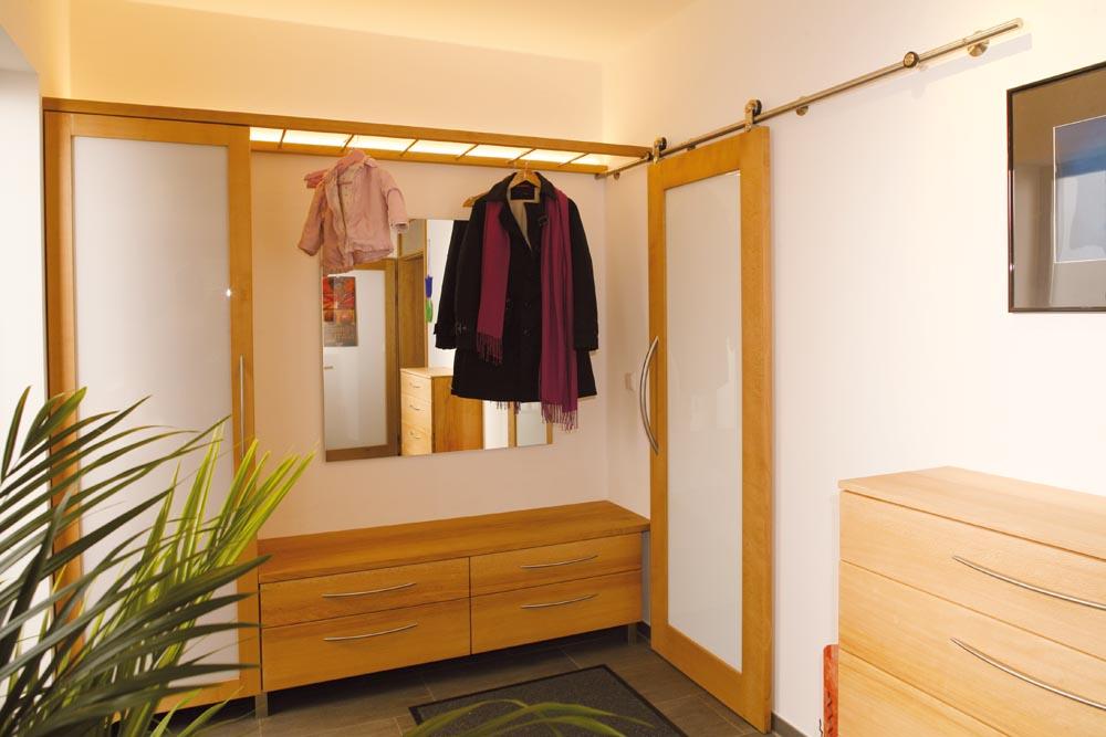 garderobenbeispiele von 1988 2014 die m belmacher. Black Bedroom Furniture Sets. Home Design Ideas