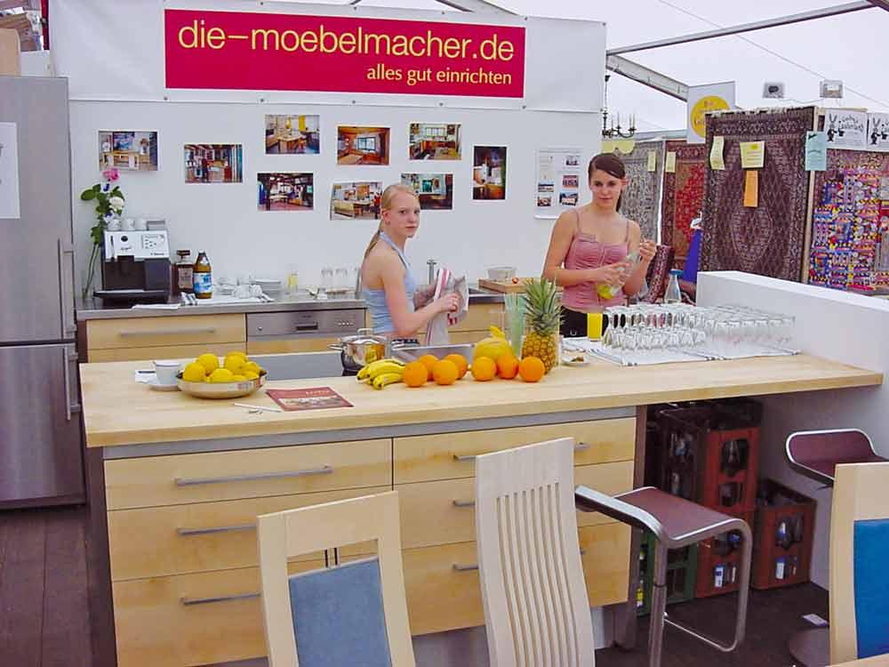 K chenbeispiele 2004 mit edelstahlarbeitplatte obstsalat und meisterk che die m belmacher - Die mobelmacher ...