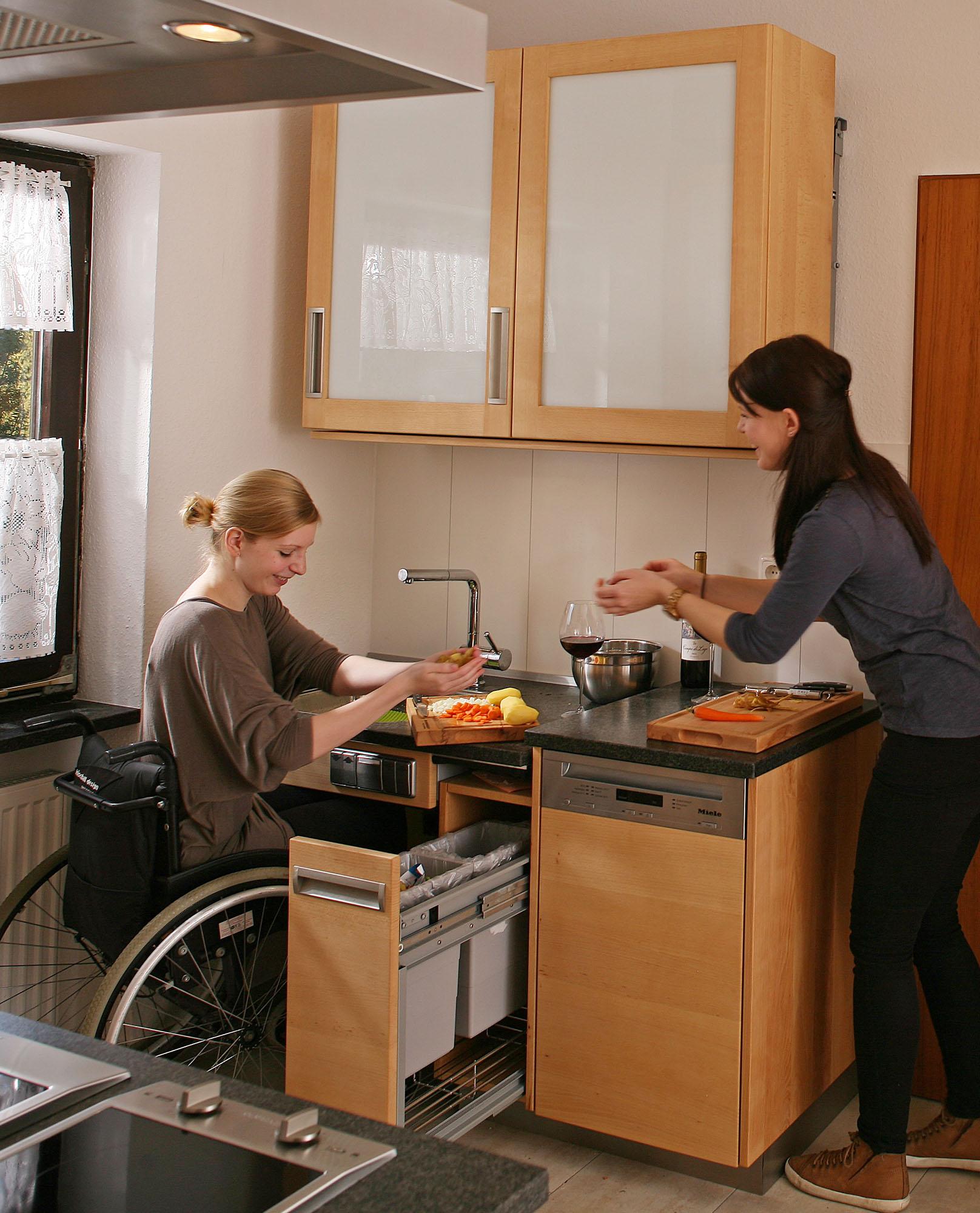 Die barrierefreie Küche aus Massivholz für Rollstuhlfahrer: Die ...