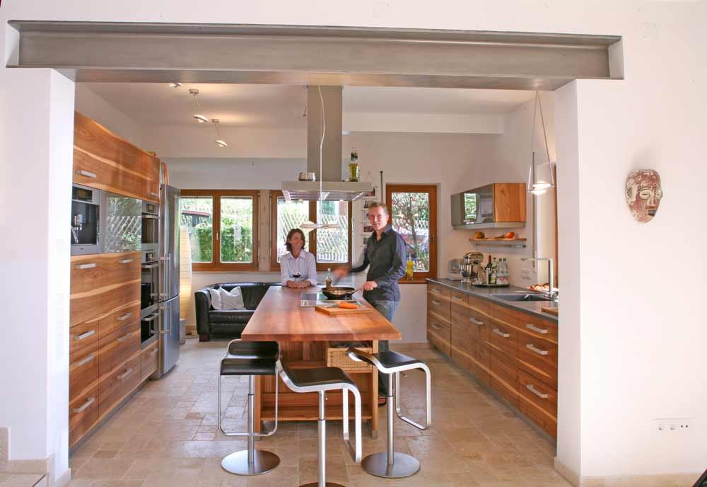 Massivholzküche aus Rüster, so heißt das Holz der Ulme: Die Möbelmacher