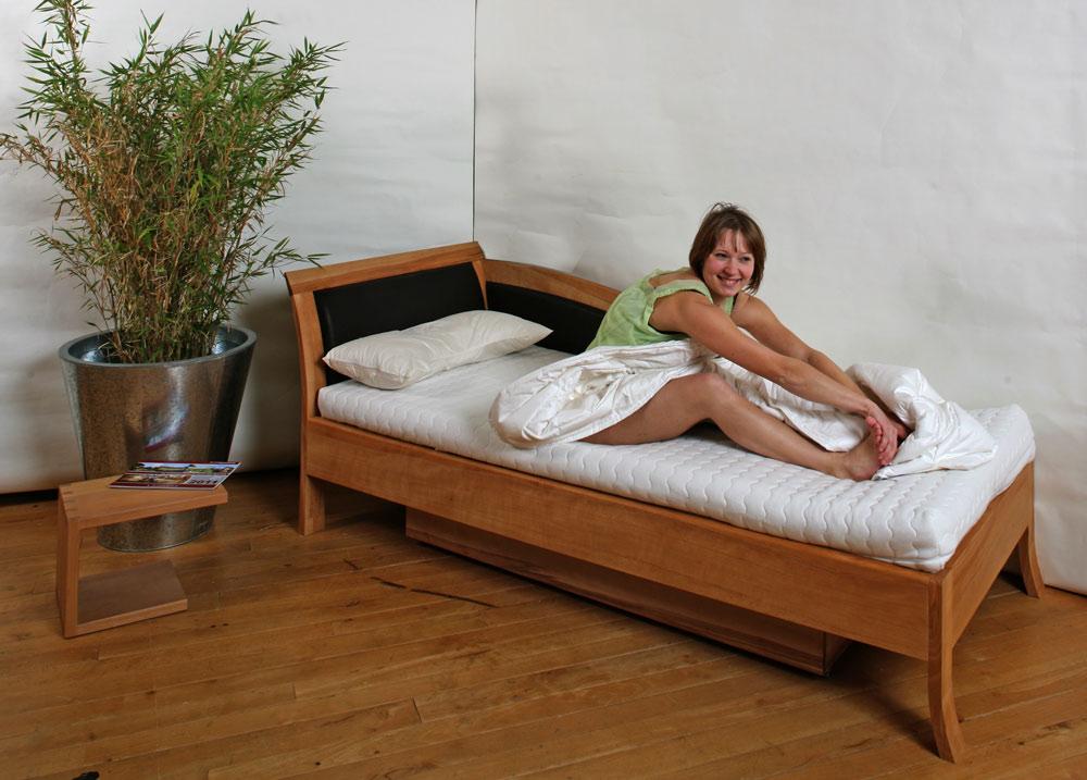 Sofa Und Massivholzbett Mit Bettkasten In Einem Die M Belmacher