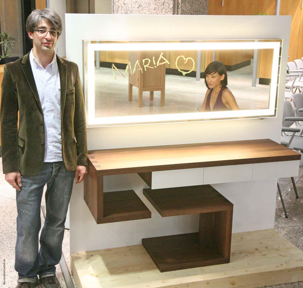 schminktisch aus nussbaum und kletterschrank aus ahorn. Black Bedroom Furniture Sets. Home Design Ideas