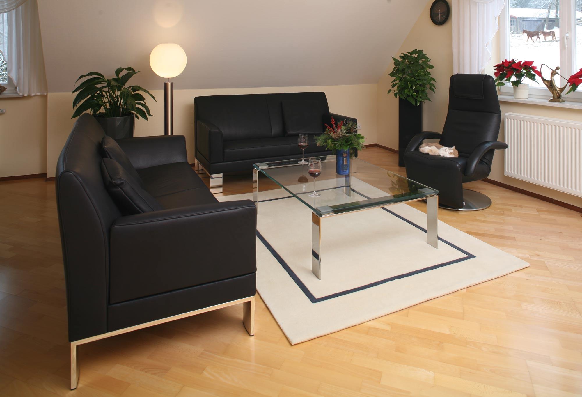 Wohnzimmer aus Massivholz 2012: Die Möbelmacher