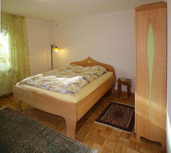 Schlafzimmer aus Massivholz von den Möbelmachern aus Franken 2012 ...