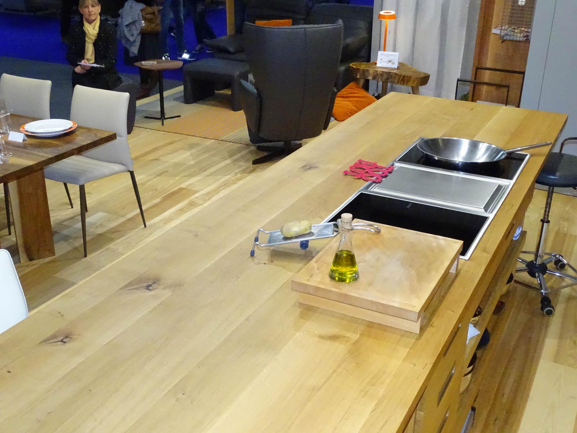 moderne massivholzk che aus eiche f r die heim und handwerk 2017 die m belmacher. Black Bedroom Furniture Sets. Home Design Ideas
