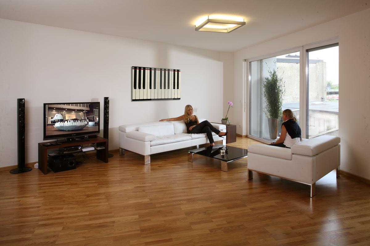 barrierefreies und rollstuhlgeeignetes Hotelzimmer in Massivholz ...